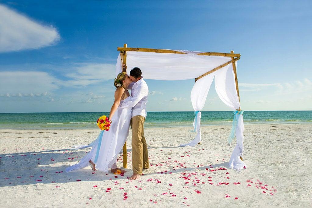 organiser son mariage sur la plage label mademoiselle. Black Bedroom Furniture Sets. Home Design Ideas