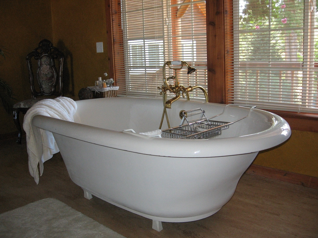 r novation de la salle de bain installation baignoire. Black Bedroom Furniture Sets. Home Design Ideas