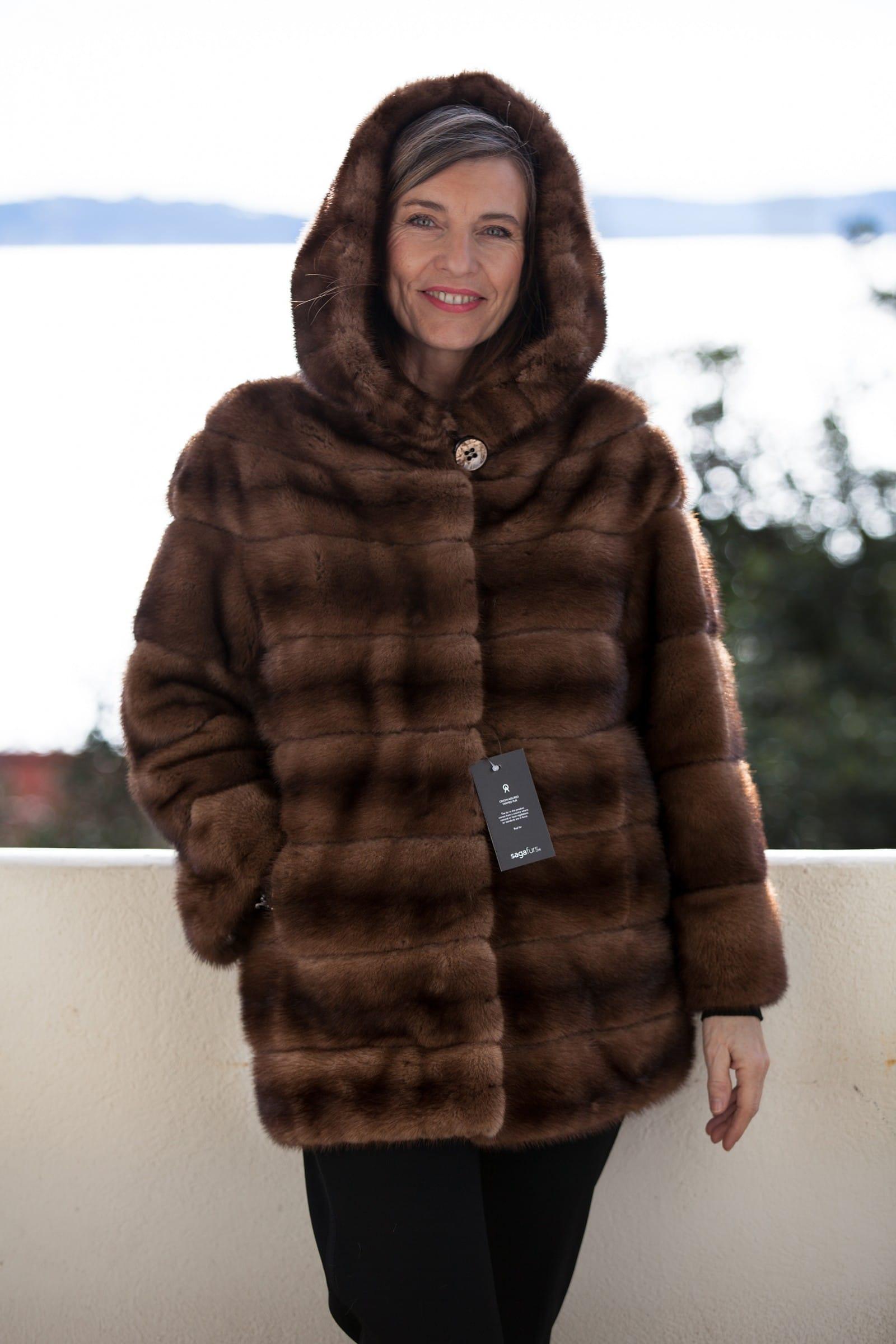 de retour dans la tendance la veste en fourrure de vison. Black Bedroom Furniture Sets. Home Design Ideas