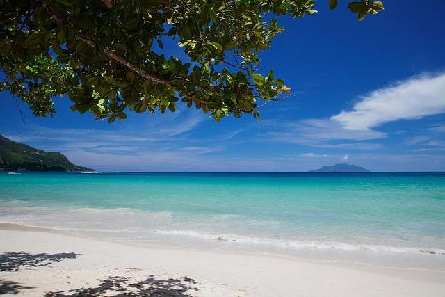 label-mademoiselle-fr_voyager-aux-seychelles-pour-profiter-de-ses-plages-idylliques